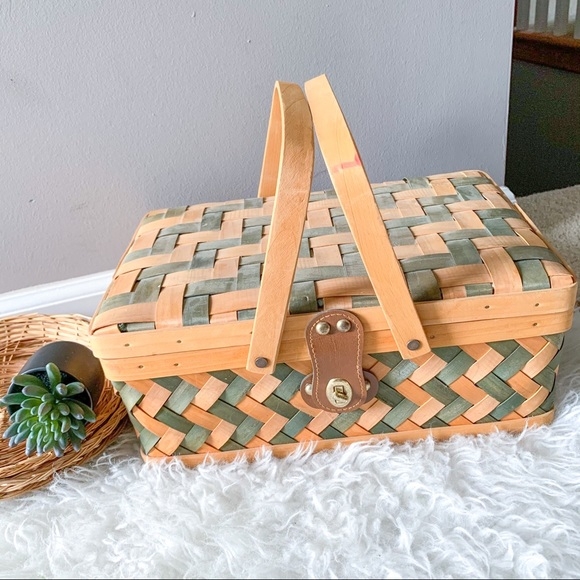 Vintage Wicker Picnic Basket with Gingham Lining